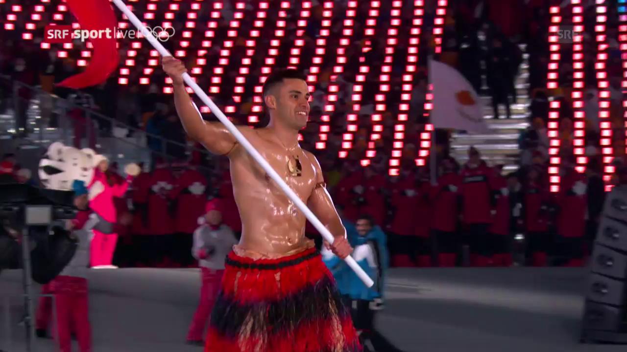 Wie bereits in Rio: Tongas Fahnenträger oben ohne
