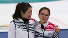 Link öffnet eine Lightbox. Video Trost für die Curlerinnen aus Südkorea abspielen