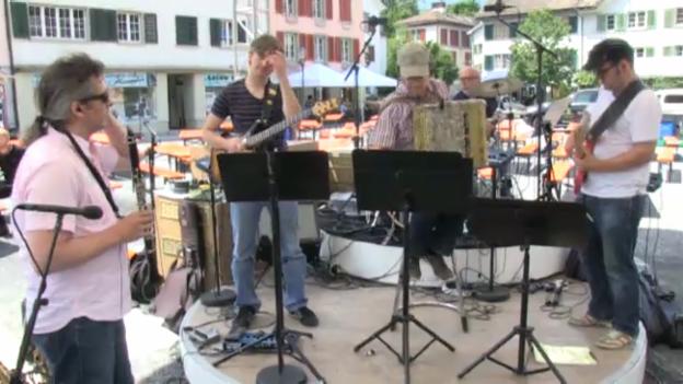 Video ««SRF bi de Lüt – Live»: Die Husmusig stellt sich vor» abspielen