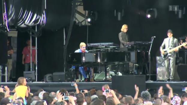 Video «Wie Elton John in Murten rockt» abspielen