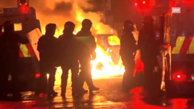 Brennende Autos und Grosseinsatz der Polizei in Belfast (unkommentiert).