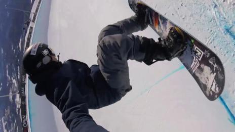 Video «Gian Simmen sorgt für spektakuläre Bilder aus der Laaxer Super-Pipe» abspielen