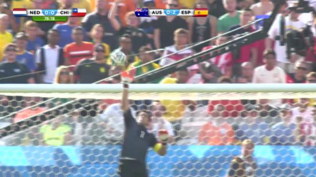 Video «Paraden von Claudio Bravo an der WM (FIFA WM 2014 live)» abspielen