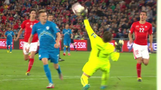 Video «Fussball: EM-Quali, Parade Yann Sommer» abspielen