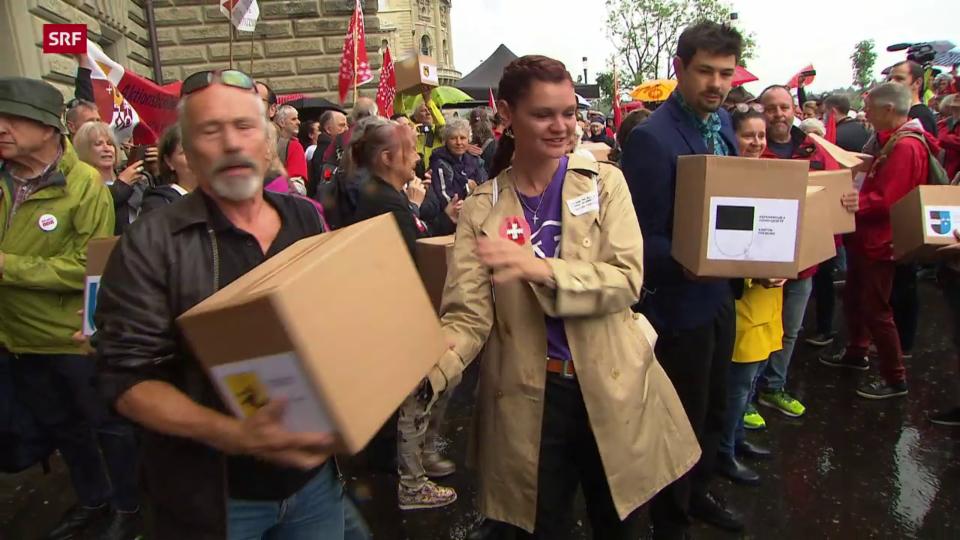 Einreichung der Unterschriften für das zweite Referendum gegen das Covid-19-Gesetz