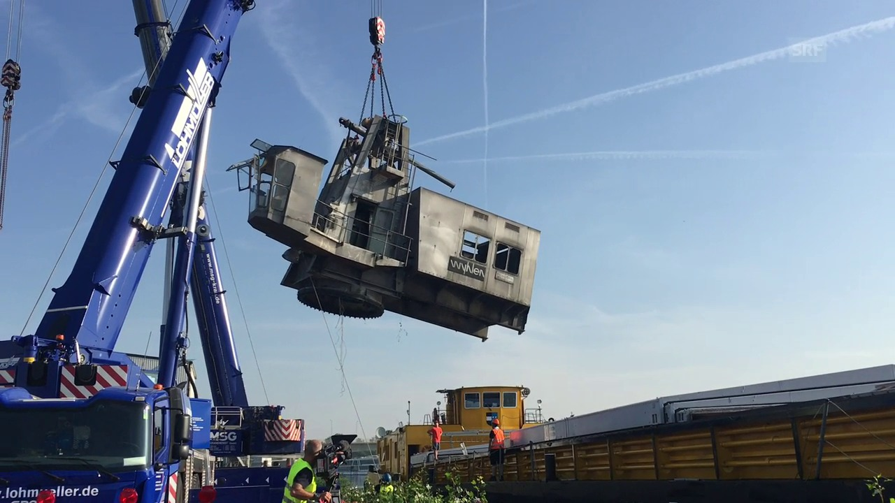 Hafenkran Basel wird verschifft