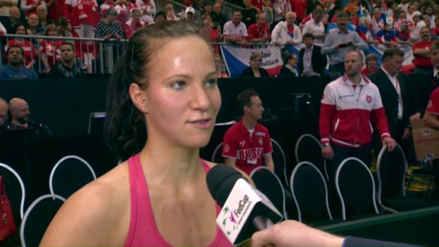 Video «Viktorija Golubic im Platz-Interview: «Haben einen super Zusammenhalt»» abspielen