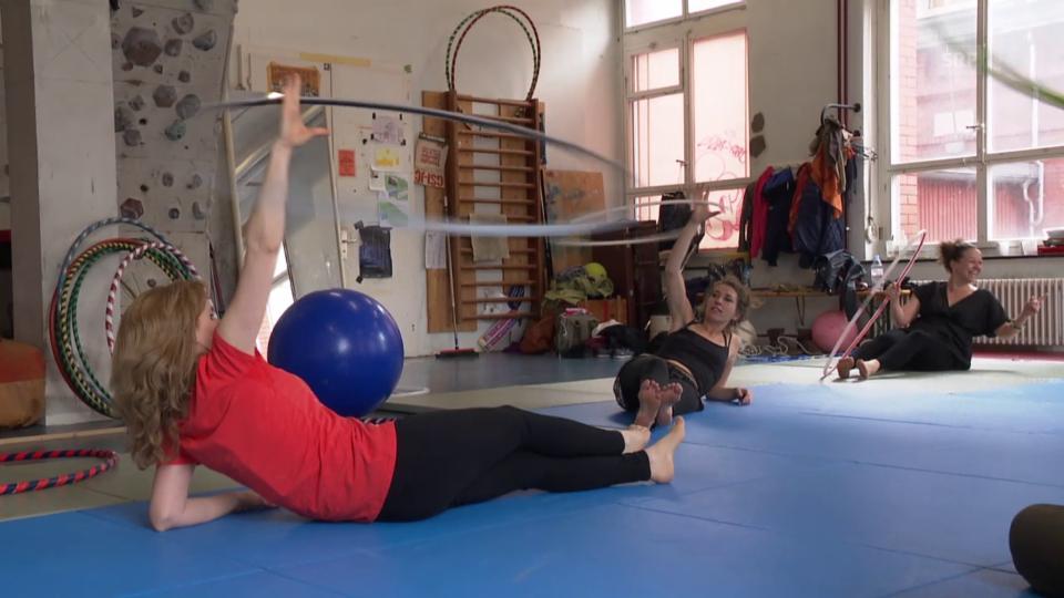 Übungen mit dem Hula-Hoop