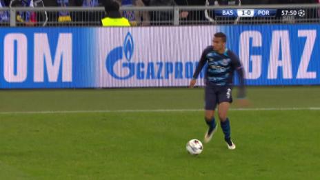 Video «Fussball: CL, Basel-Porto, Chance Tello» abspielen