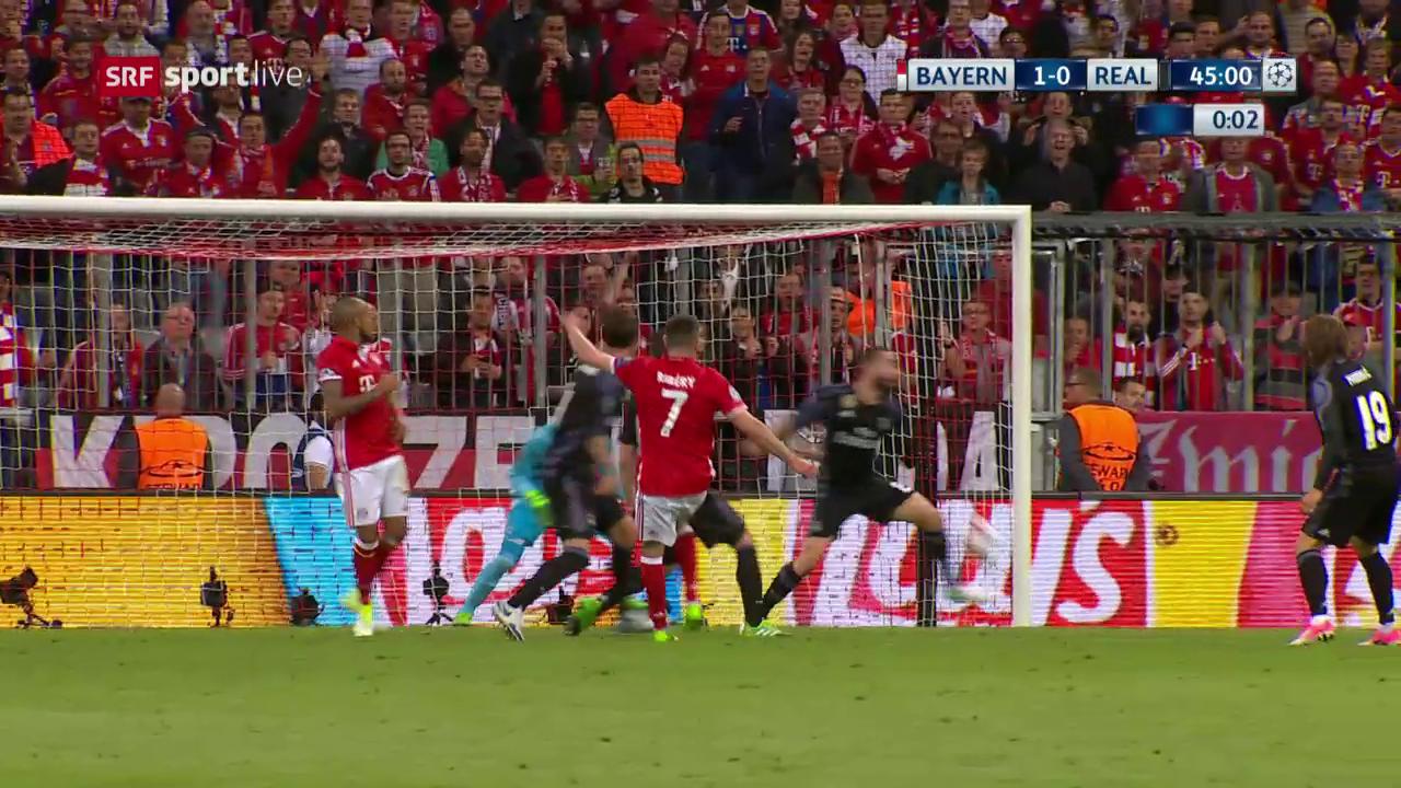 Penalty oder nicht? Strittige Szene in der 45. Minute
