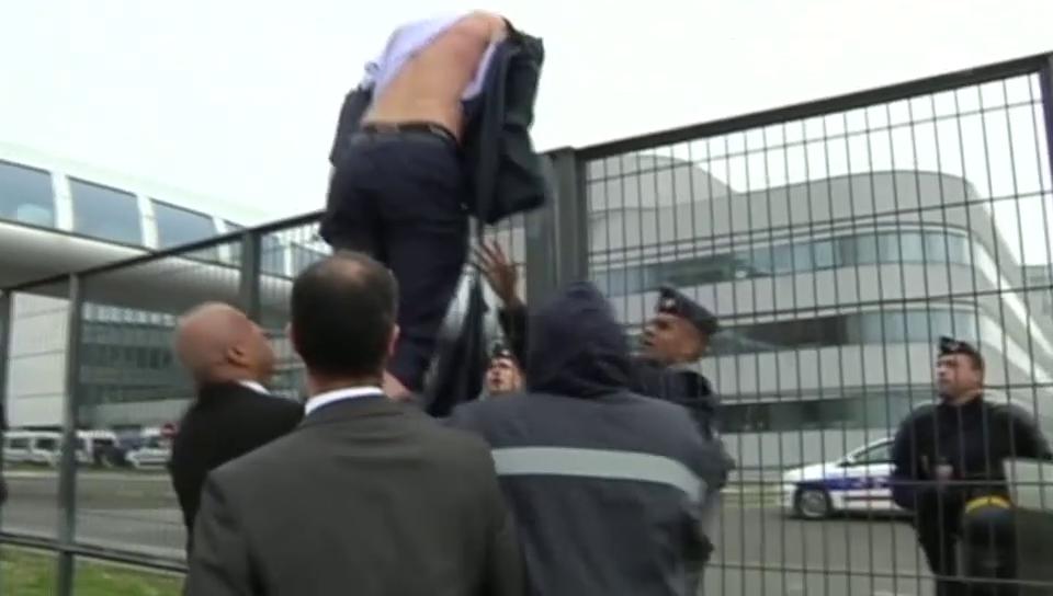Aufgebrachte Arbeiter schlagen Air-France-Manager in die Flucht