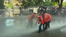 Video «Tränengas und Wasserwerfer: Unruhen in Istanbul» abspielen
