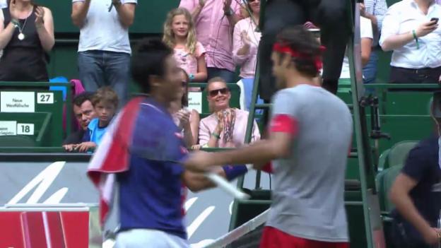 Video «Tennis: Halbfinal von Halle, Federer - Nishikori» abspielen