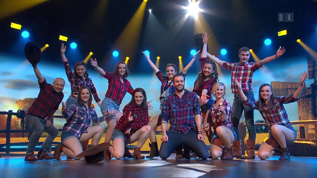 Michel Birri & Showdancegruppe Unique mit einem Line Dance zu «Cotton Eye Joe»