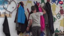 Link öffnet eine Lightbox. Video Eine «Mauer der Güte» für Bedürftige abspielen