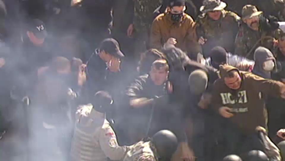 Zusammenstösse zw. Demonstranten und Polizisten (unkommentiert)