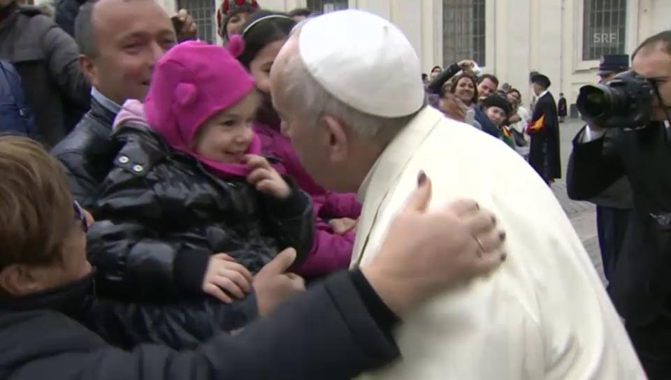 Der Papst in bester Kusslaune