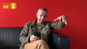 Video «Simon Enzler gehen die Schimpf- und Fluchwörter nicht aus» abspielen