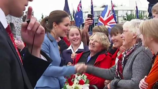 Video «Volksnah: William und Kate» abspielen