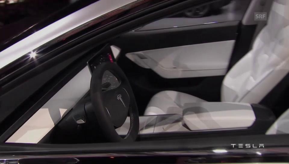 CEO Elon Musk präsentiert den neuen Tesla 3