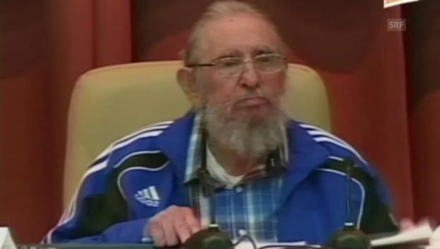 Video «Fidel Castro spricht am Kongress in Havanna (spanisch)» abspielen