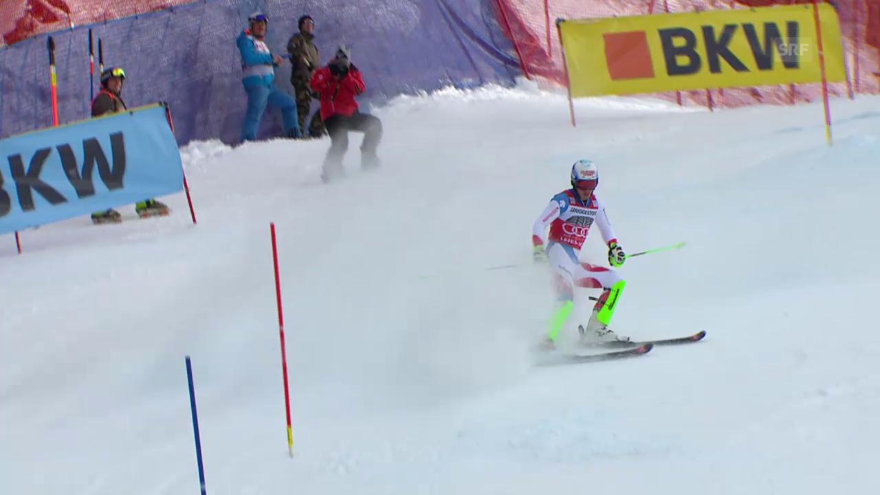 Nach besten Zwischenzeiten scheidet Vorjahressieger Carlo Janka im Wengener Kombi-Slalom aus