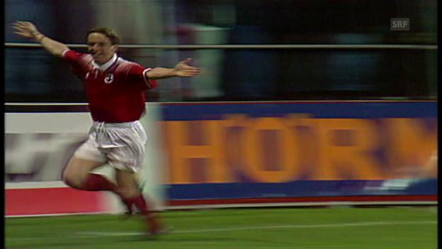 Video «1997: 1. Duell Schweiz vs. Lettland – Adrian Kunz trifft» abspielen