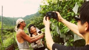 Link öffnet eine Lightbox. Video Kin Chi Lau portraitiert engagierte Frauen abspielen.