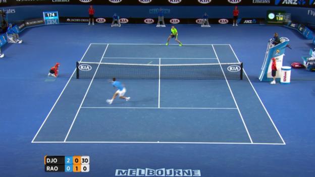 Video «Tennis: Australian Open, Viertelfinal Djokovic-Raonic, spektakulärer Punkt» abspielen