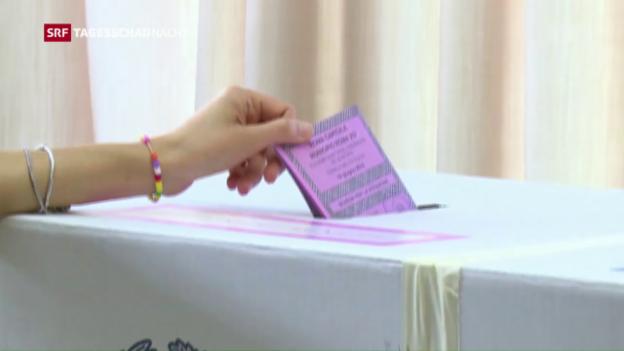 Video «In Italien schliessen die Wahlurnen» abspielen