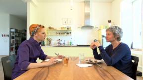 Video «Eiskalt serviert: Der Kühlschrank von Talkerin Barbara Bürer» abspielen