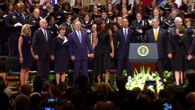 Video «Bushs Tanz an der Trauerfeier in Dallas» abspielen