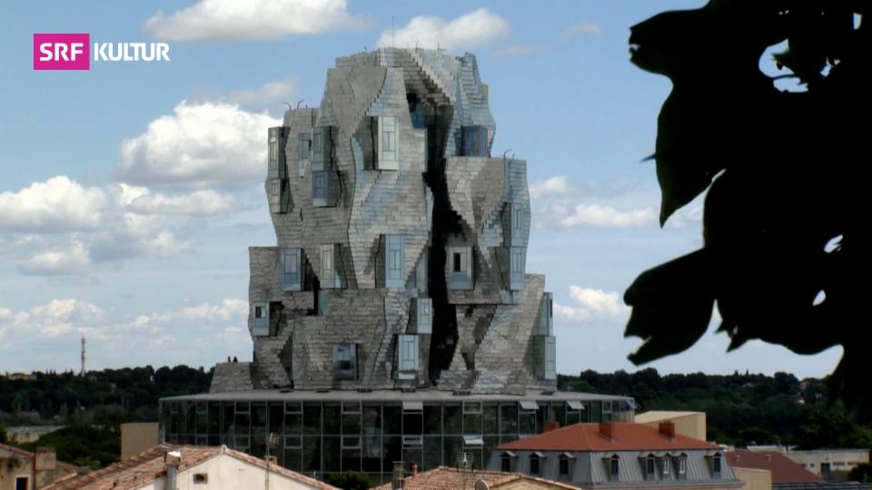 Spektakulärer Gehry-Turm in Arles eröffnet