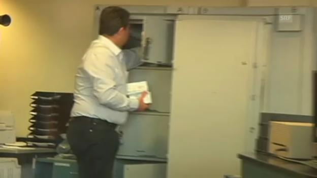 Video «Zyprer können wieder Bankgeschäfte tätigen» abspielen