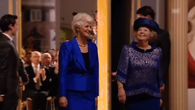 Königin Beatrix eröffnet Ausstellung (unkomm. Video)