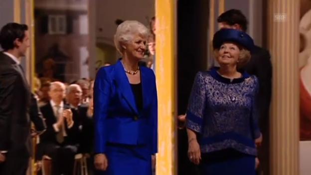 Video «Königin Beatrix eröffnet Ausstellung (unkomm. Video)» abspielen
