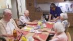 Video «Altersheim am Anschlag: Wenn Pflegerinnen den Aufstand proben» abspielen