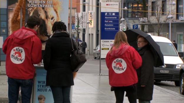 Video «Hilfswerke verbessern Arbeits-Bedingungen der Spendensammler» abspielen
