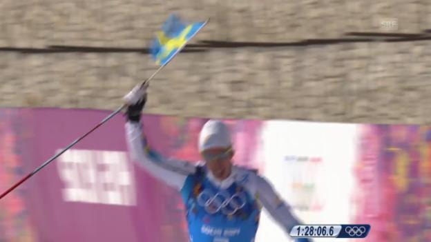 Video «Langlauf: 4x10km Staffel Männer, Zieleinlauf Marcus Hellner (sotschi direkt, 16.2.2014)» abspielen
