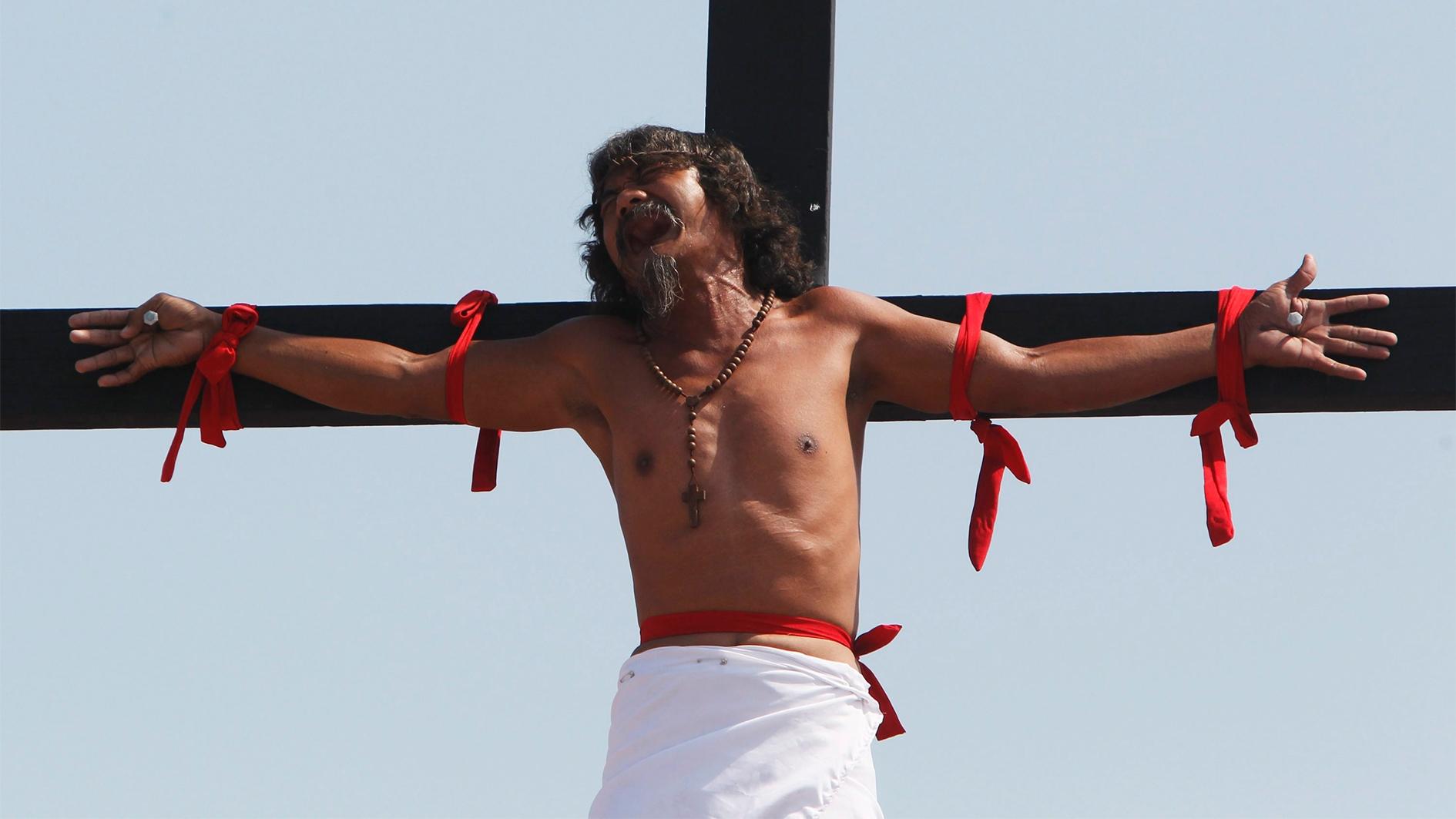 Ans Kreuz genagelt wie Jesus