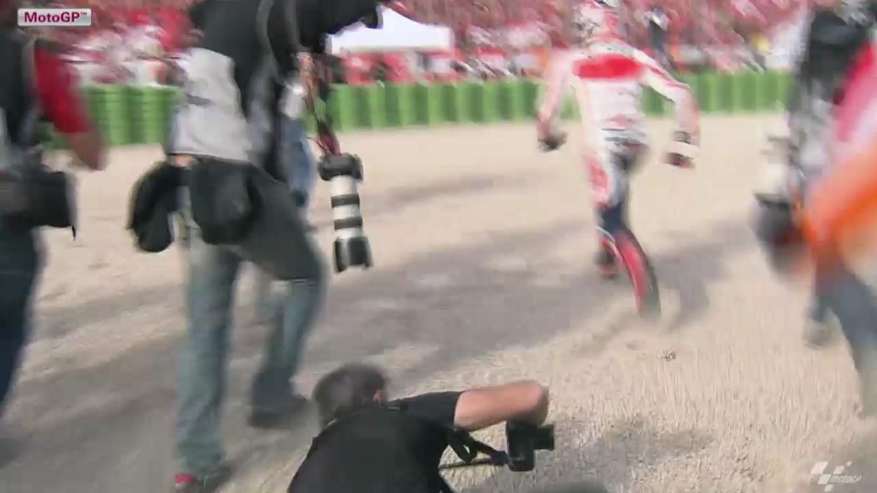 Marquez stürmt zu seinen Fans