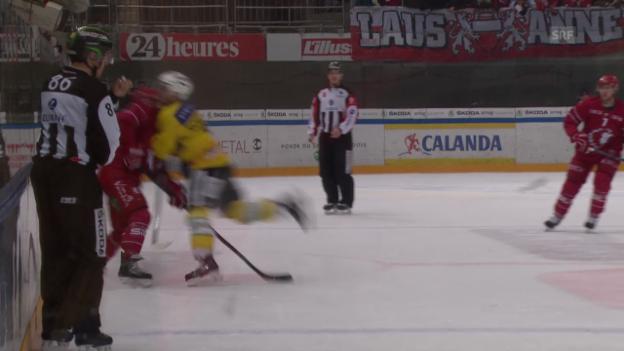 Video «Eishockey: LHC-SCB, Foul Scherwey» abspielen