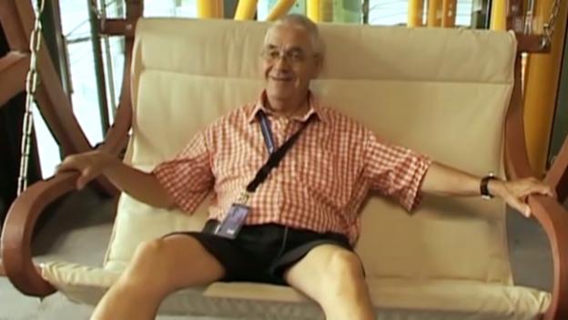 Video «Ehrerbietung für Claude Nobs» abspielen