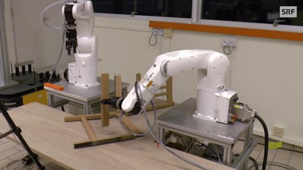 Video «Roboter bauen Ikea-Stuhl in 20 Minuten auf» abspielen