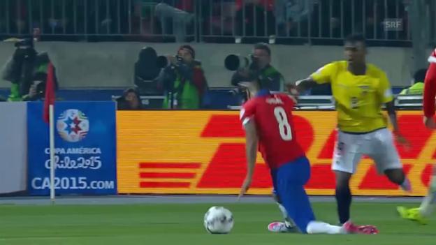 Video «Fussball: Copa America, Chile-Ecuador, Schwalbe Vidal» abspielen