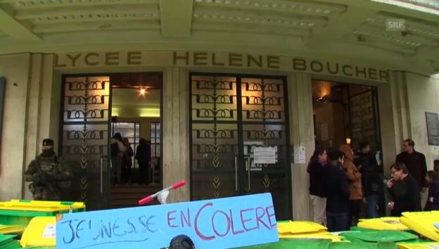 Video «Schüler blockieren Gymnasium in Paris» abspielen