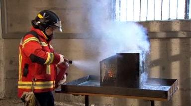Video «Feuerlöscher: Diese ersticken Brände im Keim» abspielen