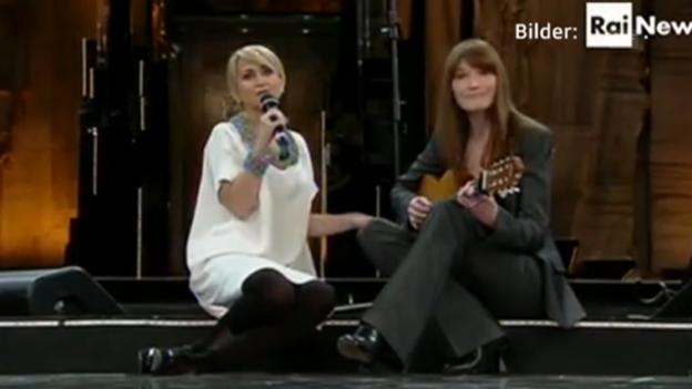Video «Carla Bruni-Sarkozy beim Songfestival Sanremo» abspielen