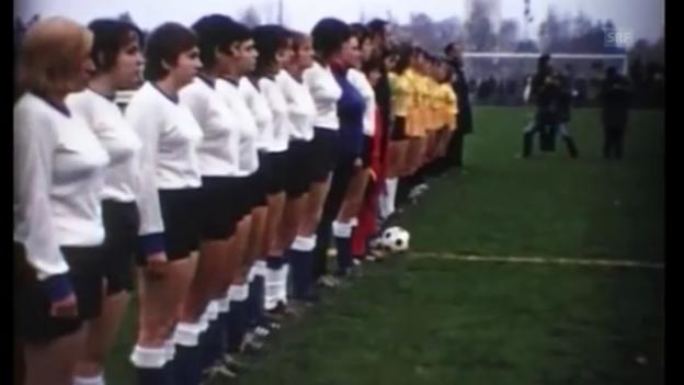 Video «1970: Die Schweizer Fussballerinnen bestreiten ihr 1. Heimspiel» abspielen