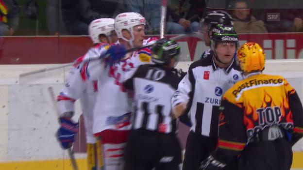 Video «Eishockey: Santalas Stockstich gegen Helbling» abspielen